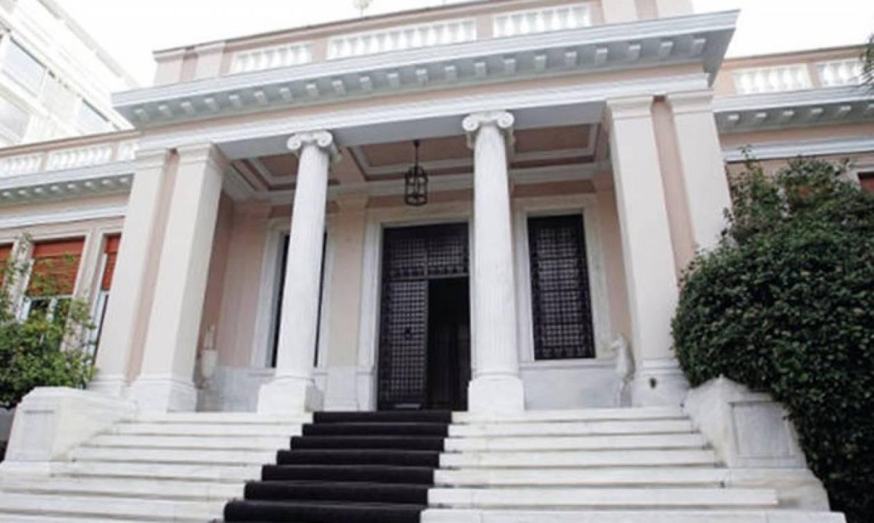 H ανακοίνωση του Μαξίμου για την αποδοχή της παραίτησης του Παπαδημητρίου