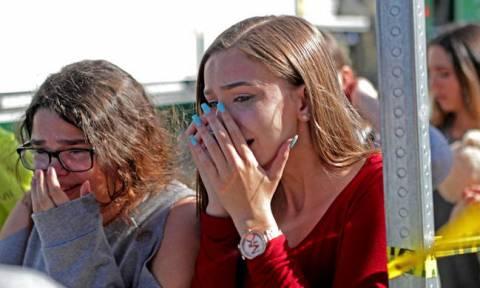 Επιστροφή στον τόπο της τραγωδίας: Δάκρυα και πόνος στο σχολείο της Φλόριντα που ανοίγει ξανά σήμερα