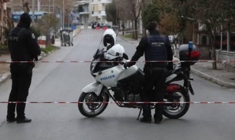 Συναγερμός στο κέντρο της Θεσσαλονίκης: Κουκουλοφόροι πυρπόλησαν κάδους μπροστά στο ΑΠΘ (pics)