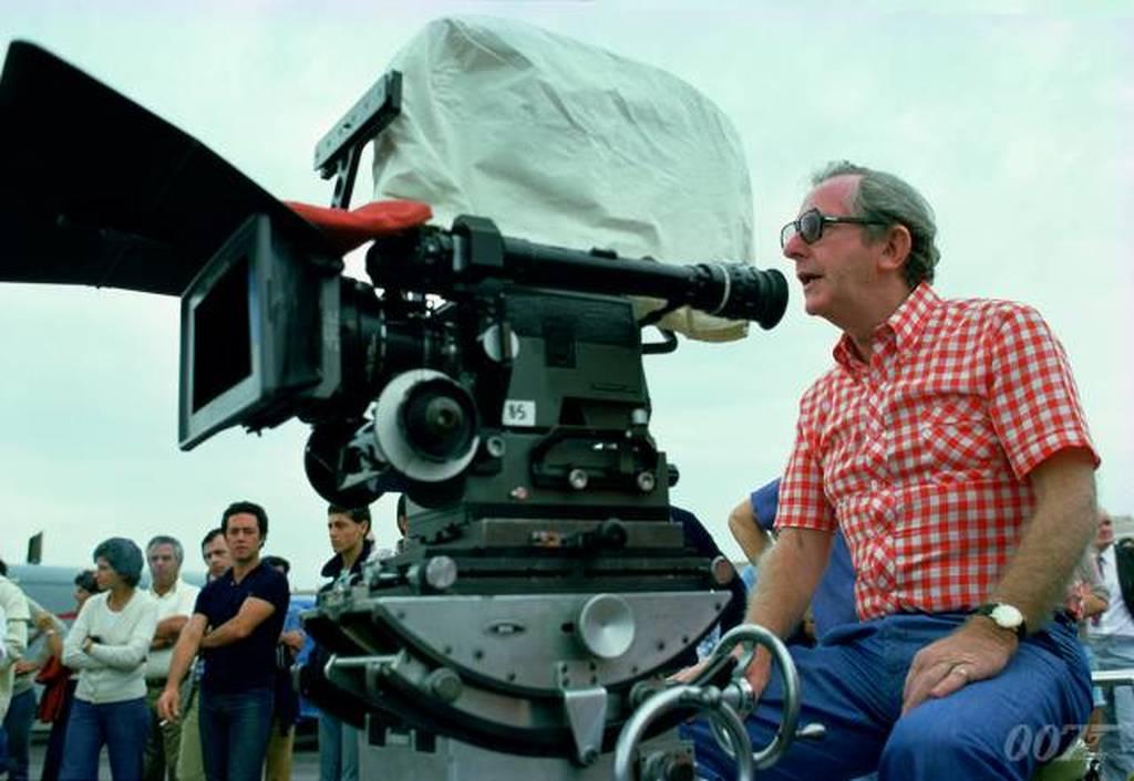 Θρήνος στη Βρετανία: Πέθανε ο σκηνοθέτης των ταινιών του Τζέιμς Μποντ (Vids)