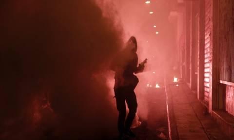 Πεδίο «μάχης» η Αθήνα τα ξημερώματα με βόμβες μολότοφ, επιθέσεις και εμπρησμούς