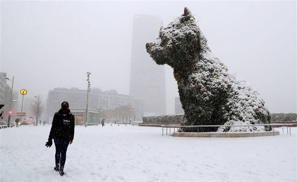 Φονικό ψύχος και σφοδρές χιονοθύελλες σαρώνουν την Ευρώπη – Στους 48 ο αριθμός των νεκρών