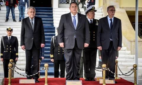 ΥΕΘΑ: Ανέλαβε καθήκοντα ο Κουβέλης – Τι είπε στον Πάνο Καμμένο