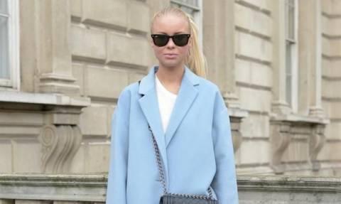 To παλτό που θα φοράμε όλες οι γυναίκες την άνοιξη πρέπει να είναι σε αυτή την απόχρωση