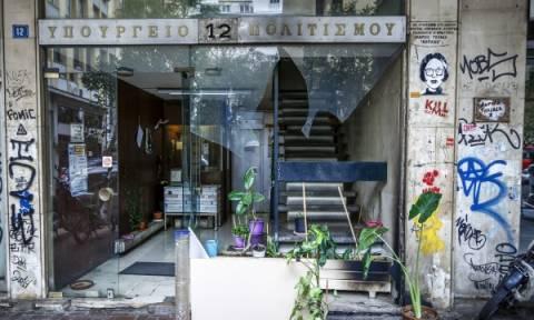 Μια ακόμα επίθεση στην Αθήνα: Εμπρηστικός μηχανισμός σε γραφεία του υπουργείου Πολιτισμού (pics)