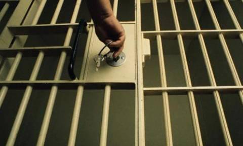 Ουζμπεκιστάν: Αποφυλακίστηκε ο μακροβιότερος φυλακισμένος δημοσιογράφος στον κόσμο