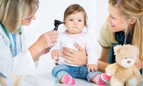 Απώλεια ακοής στο παιδί: Μπορεί ένα μωρό να φορέσει ακουστικά;