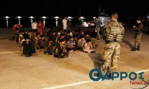 Συναγερμός στην Κορώνη: Εντοπίστηκε σκάφος με δεκάδες μετανάστες
