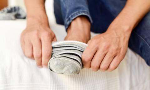 Προσοχή: Γιατί δεν πρέπει να φοράτε τις ίδιες κάλτσες για δεύτερη μέρα