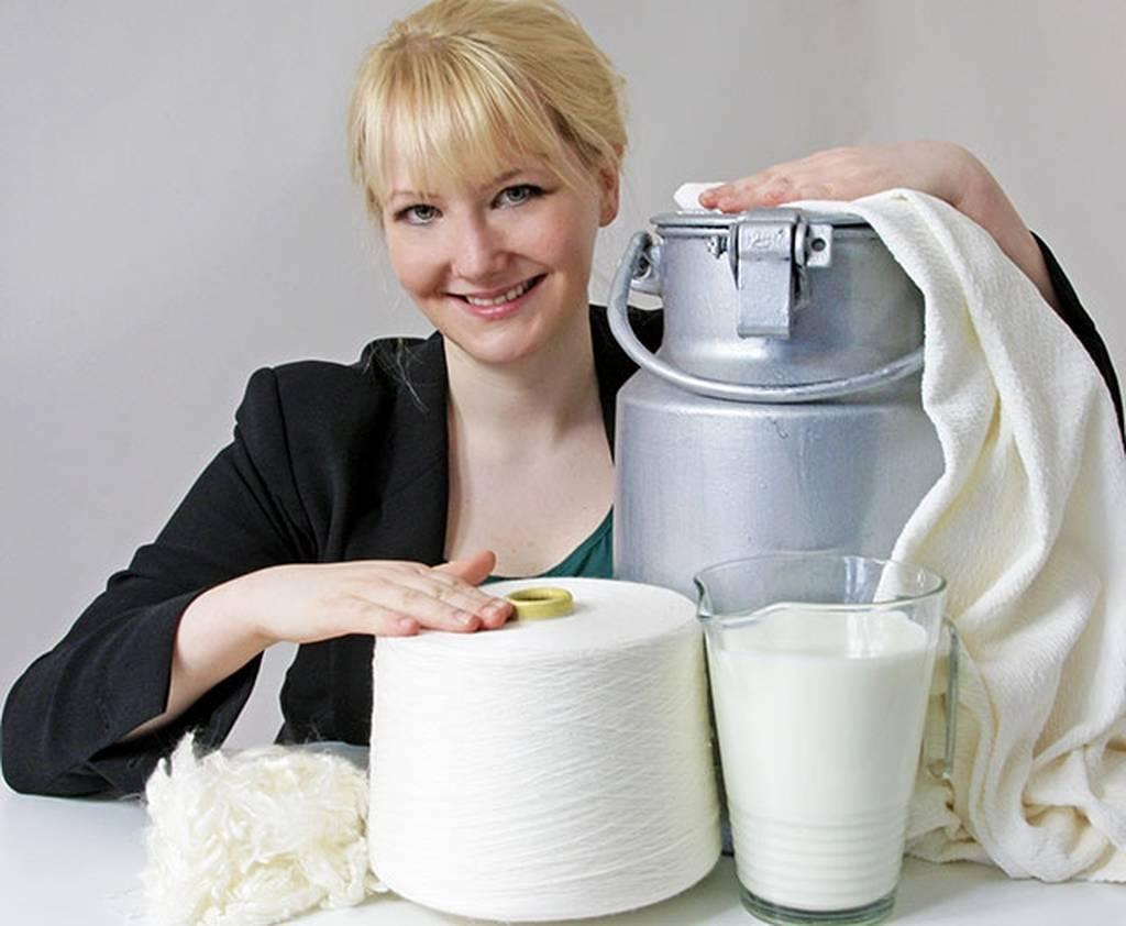 Η παράξενη είδηση της ημέρας: Αυτή η γυναίκα φτιάχνει ρούχα από... ληγμένο γάλα!