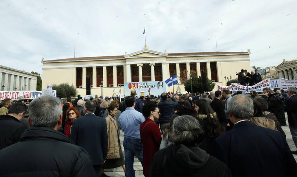 Διαδήλωση στα Προπύλαια κατά των «Νέων Θρησκευτικών» (pics)