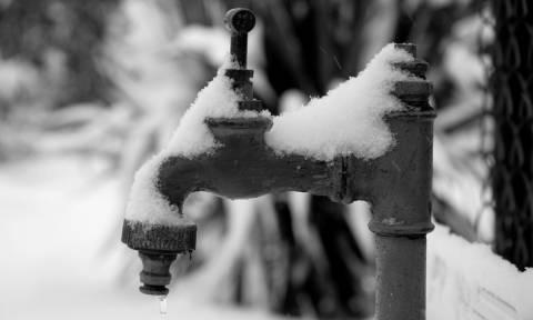 Χάος στη Βρετανία: Δεκάδες χιλιάδες σπίτια χωρίς νερό λόγω ψύχους
