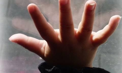 Ηρωίδα τροχονόμος έσωσε 3χρονο κοριτσάκι που έπεσε από τον 5ο όροφο πολυκατοικίας