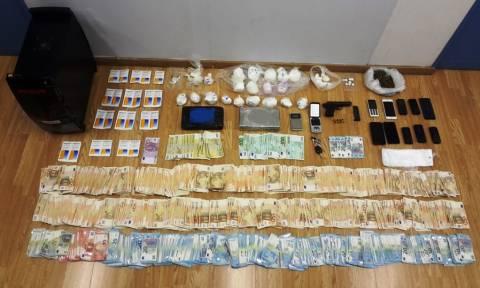 Στα χέρια της αστυνομίας τέσσερα μέλη σπείρας διακίνησης κι εμπορίας ναρκωτικών (pics)