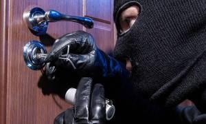 ΣΟΚ: Εισβολή σε σπίτι επιχειρηματία με τσεκούρια - Άρπαξαν μισό εκατομμύριο!