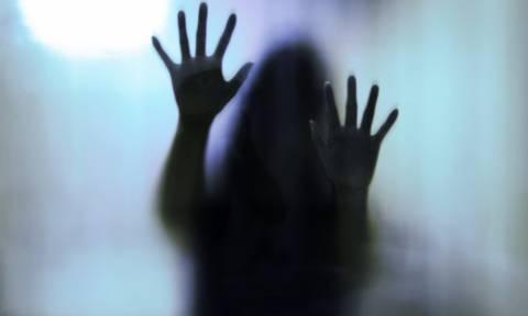 Φρίκη: Μάνα – τέρας κανόνισε το βιασμό της 16χρονης κόρης της