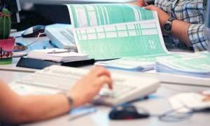 «Πονοκέφαλος» για τους συνταξιούχους: Μπέρδεμα και πρόστιμα για τα αναδρομικά στις φοροδηλώσεις