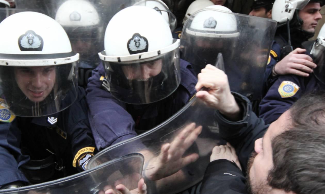 Επεισόδια έξω από συμβολαιογραφεία στo κέντρο της Αθήνας (pics)