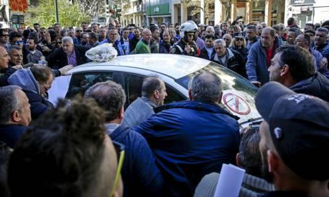 Ήμαρτον: Όταν ο Νεοέλληνας σπάει αμάξια στους δρόμους...