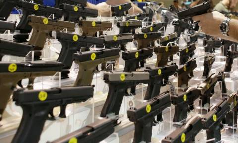 Φλόριντα: Εγκρίθηκε νόμος που προβλέπει ότι ορισμένοι εκπαιδευτικοί θα μπορούν να οπλοφορούν