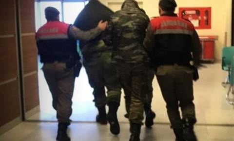 Έβρος: Συγκλονίζει η μητέρα του λοχία - Προσεύχομαι στην Παναγία να γυρίσουν γρήγορα