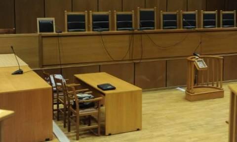 Μισθοδικείο: Αντισυνταγματικές οι περικοπές των συντάξεων δικαστών και εισαγγελέων