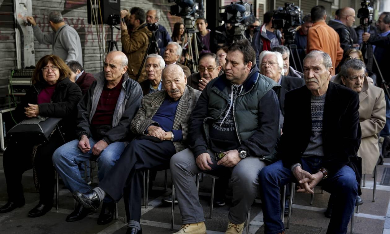Συγκέντρωση συνταξιούχων στο κέντρο της Αθήνας ενάντια στις περικοπές