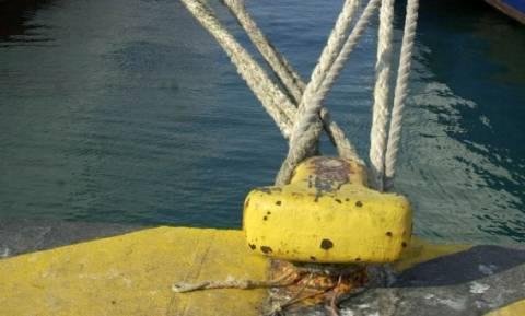 Συναγερμός στην Ελευσίνα – Έσπασαν οι κάβοι πλοίου