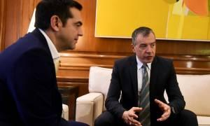 Τηλεφωνική επικοινωνία Τσίπρα - Θεοδωράκη για σύγκληση Συμβουλίου Εθνικής Ασφαλείας