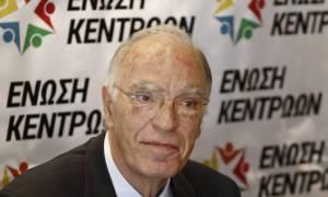 Έλληνες στρατιωτικοί - Ένωση Κεντρώων: Προκαλεί ο Φίλης - Η κυβέρνηση υποβαθμίζει το θέμα