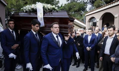 Το «τελευταίο αντίο» στο Βασίλη Μουλόπουλο: Παρών στην κηδεία ο Αλέξης Τσίπρας (pics)
