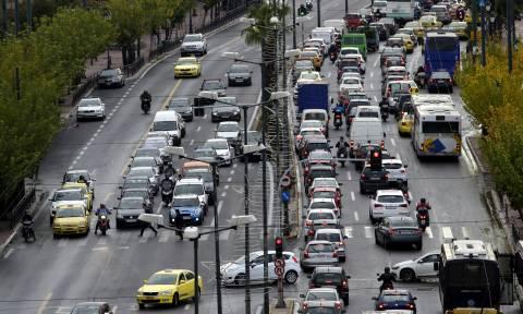 Βαριές «καμπάνες» με το νέο ΚΟΚ: Πότε θα αφαιρούνται άμεσα πινακίδες και άδεια κυκλοφορίας