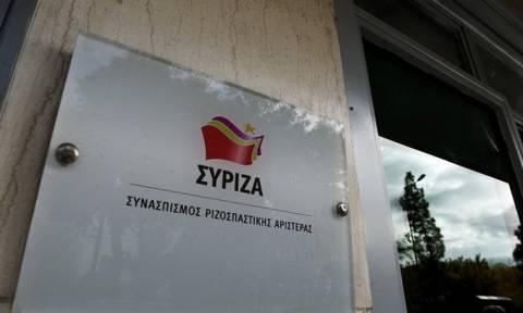 ΣΥΡΙΖΑ εναντίον Μητσοτάκη: Με τη σιωπή του ανέχεται τα ρατσιστικά παραληρήματα των βουλευτών του