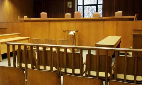 Την ενοχή του λέκτορα που σκότωσε τη σύζυγό του και τη γιαγιά της με αρσενικό ζήτησε η εισαγγελέας