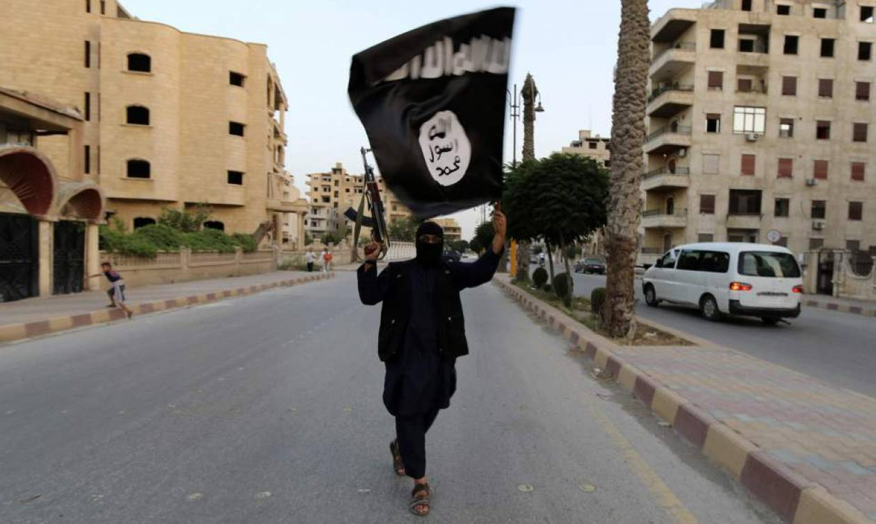 Λιβύη: Το ΙΚ ανέλαβε την ευθύνη για την επίθεση βομβιστή-καμικάζ εναντίον δυνάμεων του στρατάρχη Χάφ