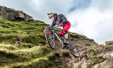 Κρατήστε την αναπνοή σας και δείτε τις τρέλες αυτού του ποδηλάτη!