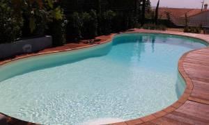 Ναύπακτος: Νεκρός επιχειρηματίας από ηλεκτροπληξία στην πισίνα του