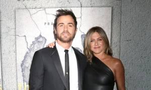 Ένα μήνα μετά τον χωρισμό η Jennifer Aniston απαθανατίζεται σε πάρτι και πιο ανανεωμένη από ποτέ