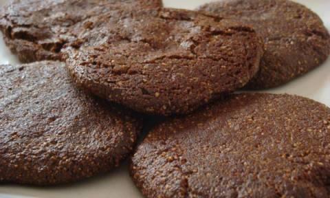 Πεντανόστιμα μπισκότα σοκολάτας με μέλι