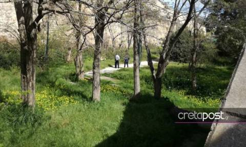 Κρήτη: Πτώμα γυναίκας σε πάρκο - Αποκλείστηκε η περιοχή (Σκληρές εικόνες)