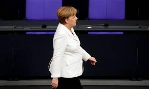 Συναγερμός στη Γερμανία: Άγνωστος κινήθηκε απειλητικά προς τη Μέρκελ φωνάζοντας «Αλλάχου Άκμπαρ»