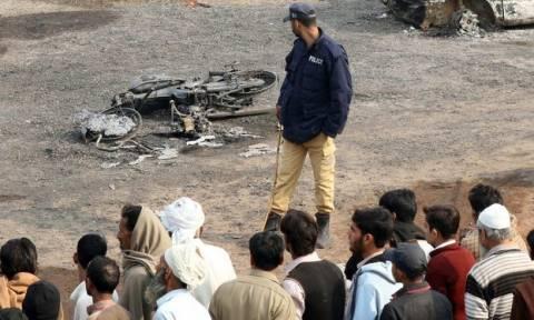 Πακιστάν: Τουλάχιστον 7 νεκροί από επίθεση καμικάζι