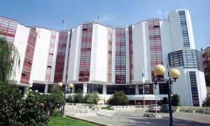 Εισβολή κουκουλοφόρων στο πανεπιστήμιο Πειραιά - Επιτέθηκαν σε καθηγήτρια (pic)