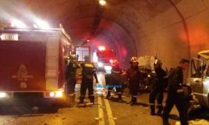 Τροχαίο - ΣΟΚ στη Ναύπακτο: Ένας νεκρός και τέσσερις τραυματίες (ΠΡΟΣΟΧΗ: ΣΚΛΗΡΕΣ ΕΙΚΟΝΕΣ)