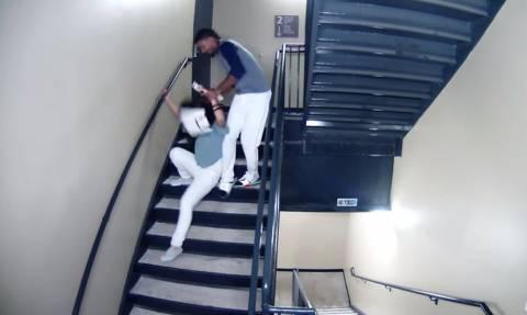 ΣΟΚ! Διάσημος παίκτης πλάκωσε στο ξύλο την κοπέλα του! (vid)