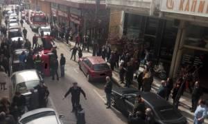 Αγρίνιο: Ανατράπηκε αυτοκίνητο - Αγωνιώδεις προσπάθειες για να απεγκλωβιστεί επιβάτιδα (pics)