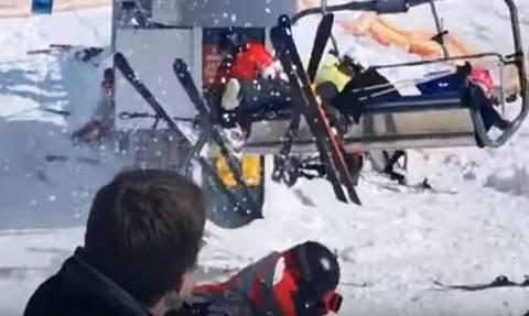 Βίντεο σοκ: Ανεξέλεγκτο τελεφερίκ εκσφενδονίζει ανθρώπους από τα βαγόνια του