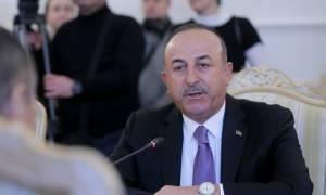 Σε πανικό οι Τούρκοι: Έξαλλος ο Τσαβούσογλου επιτέθηκε σε δημοσιογράφο (vid)