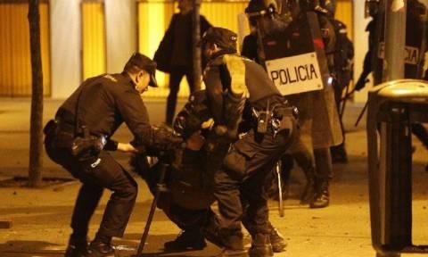Τεταμένη η ατμόσφαιρα στην Μαδρίτη: Εκατοντάδες διαδηλωτές στους δρόμους μετά τα επεισόδια