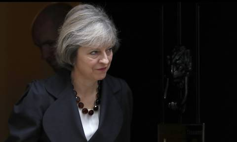 Διπλωματικός πόλεμος Βρετανίας – Ρωσίας: Με νέα αντίποινα θα απαντήσει η Τερέζα Μέι